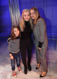 Alicia-Silverstone-and-son-meet-Dove-Cameron