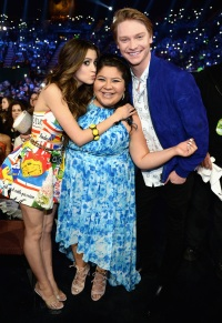 Laura Marano Raini Rodriguez and Calum Worthy KCAs 2016