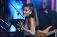 ariana-grande-on-stage