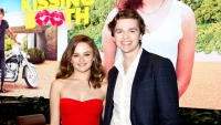 Joey King & Joel Courtney