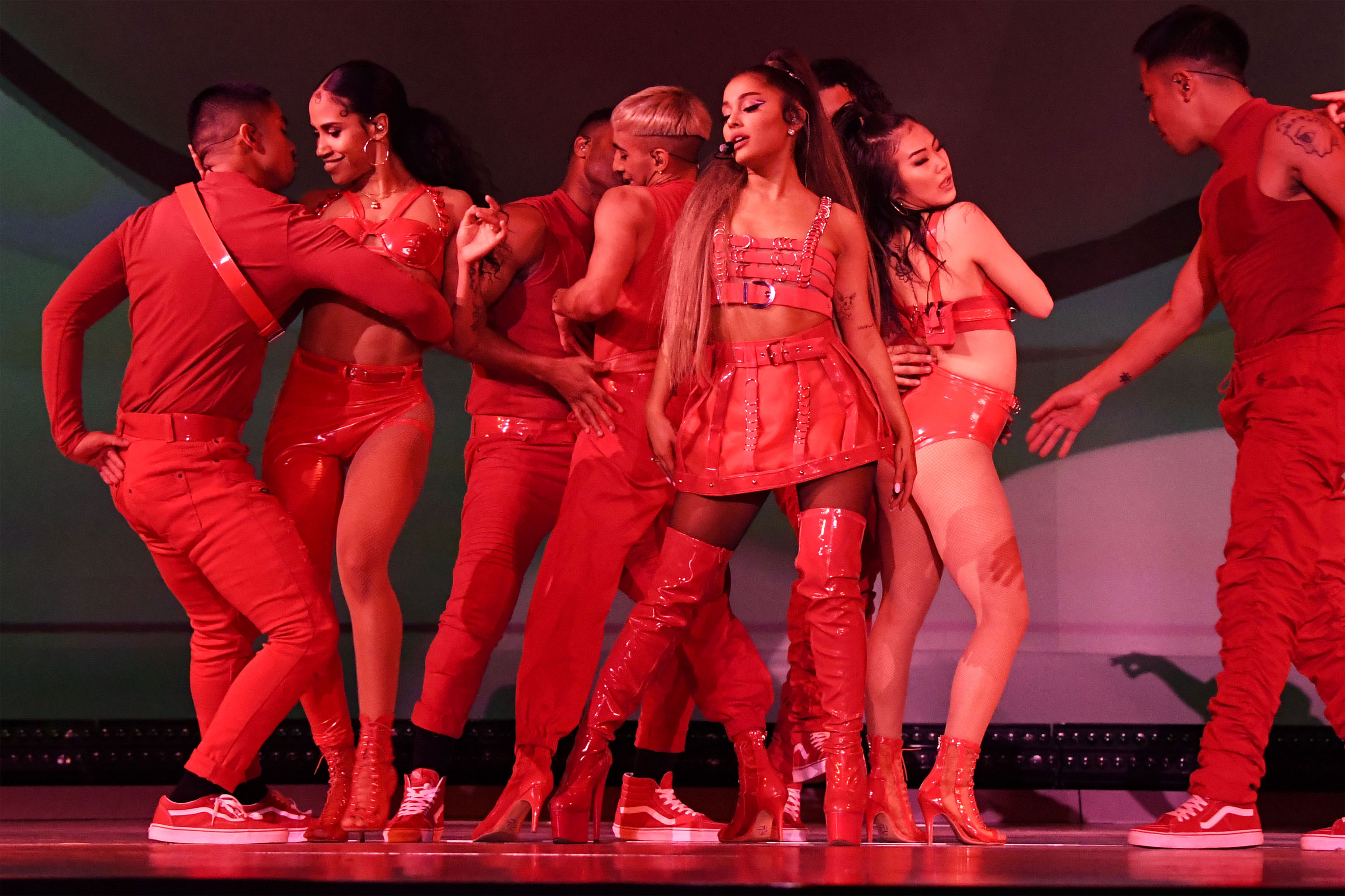 Ariana Grande S Sweetener Tour Setlist Outfits And More