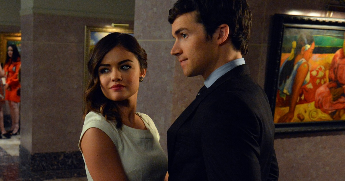 when do aria and ezra get back together