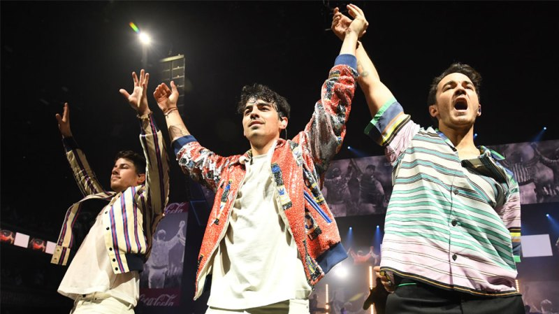 Jonas Brothers Happiness Begins