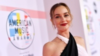 Leighton-Meester-american-music-awards-2018-red-carpet