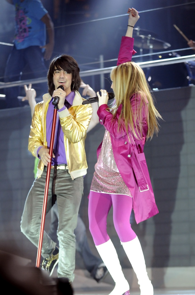 joe-jonas-miley-cyrus-hannah-montana-best-of-both-worlds-tour