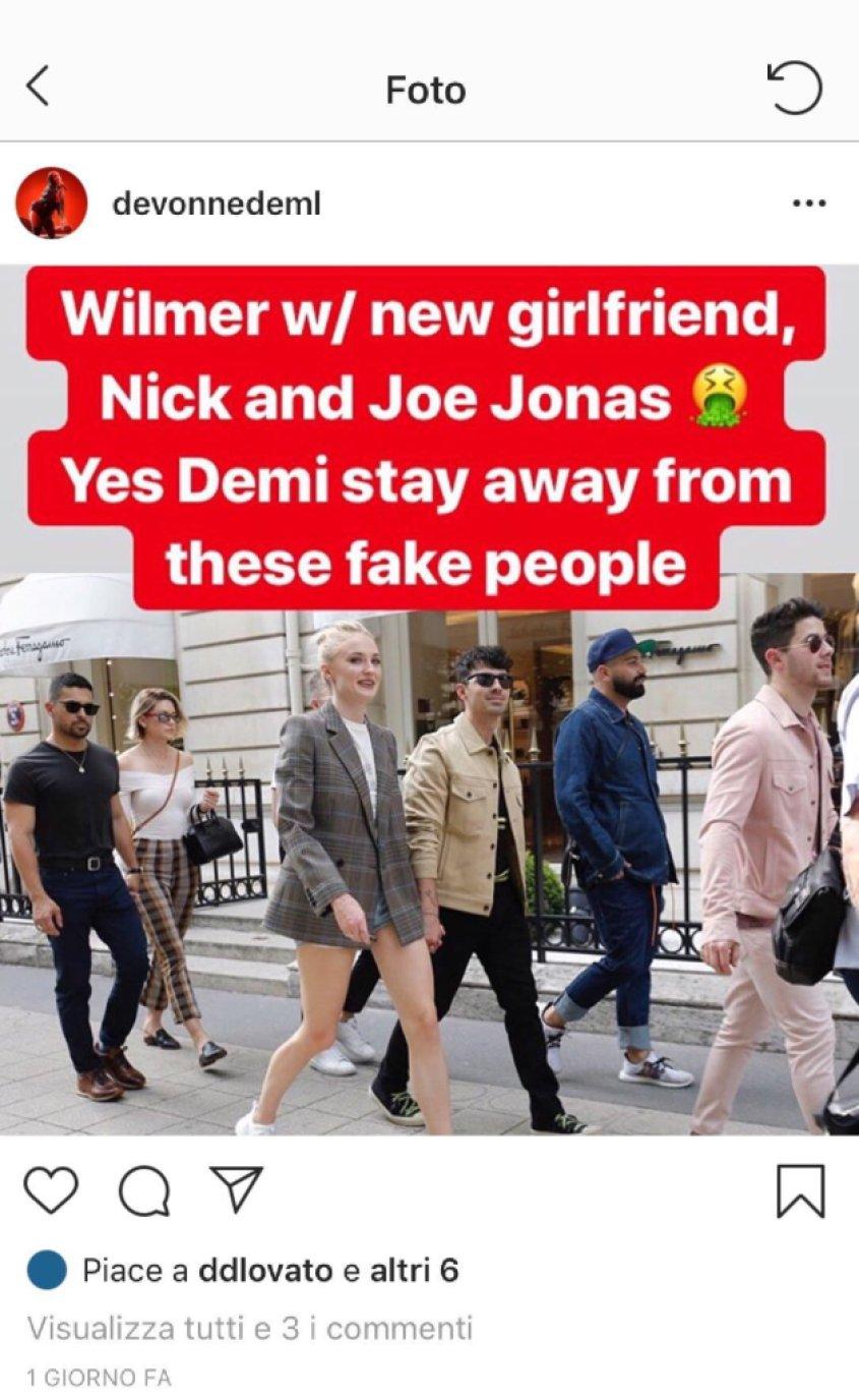 Demi Lovato Shading Jonas Brothers