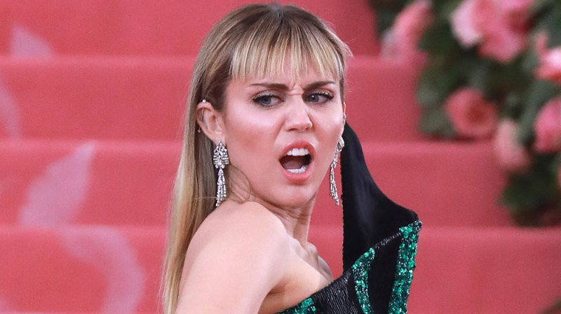 Miley Cyrus Assaulted by fan
