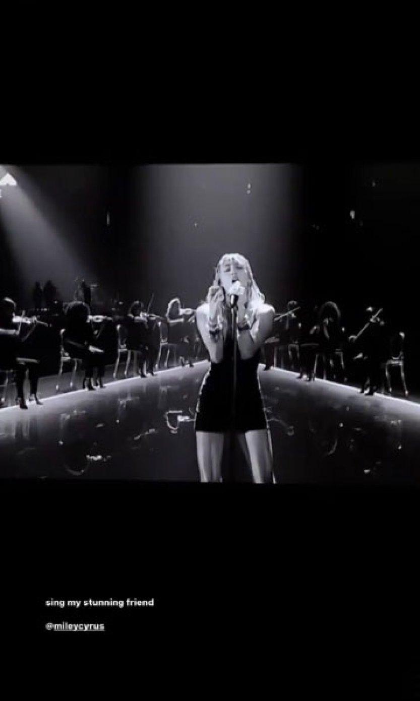 Ariana Grande Miley Cyrus VMAs