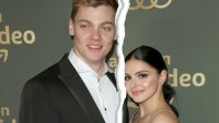 Ariel Winter Levi Meaden Split