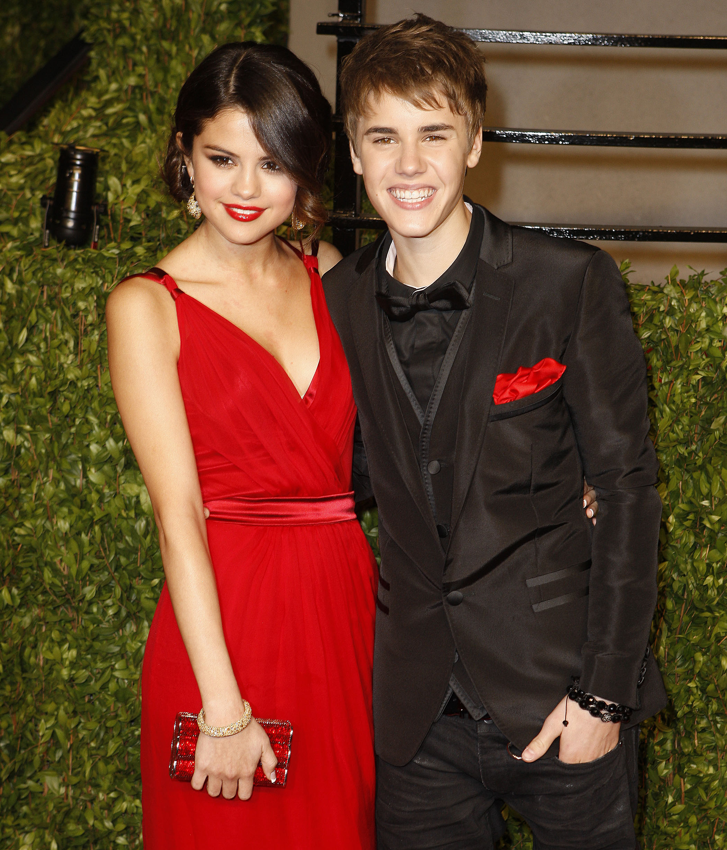 OS Selena Gomez dating Zedd falska dating telefonnummer
