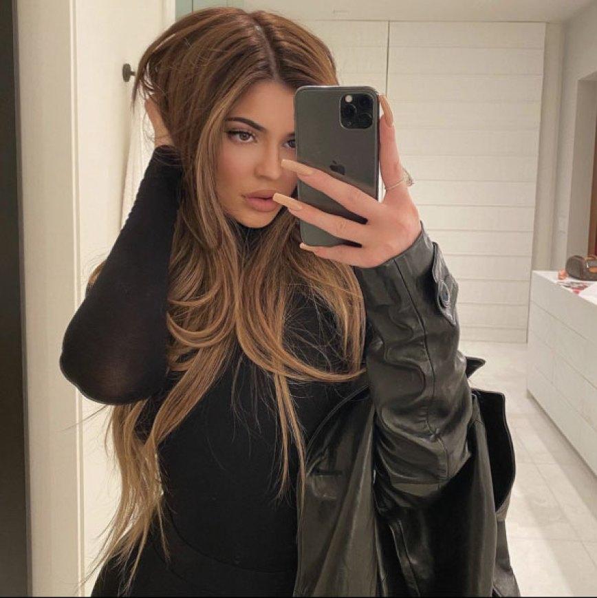 Kylie Jenner Long Highlighted Hair