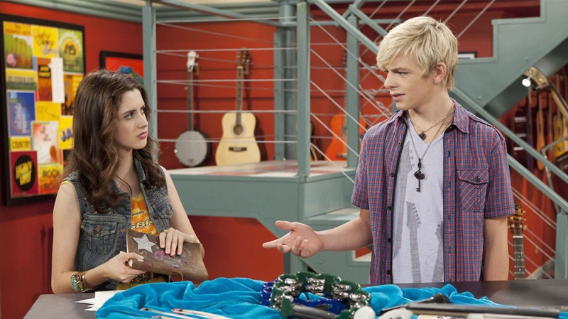 Laura Marano Reveals She Would Do An 'Austin and Ally' Movie 'In A Heartbeat'