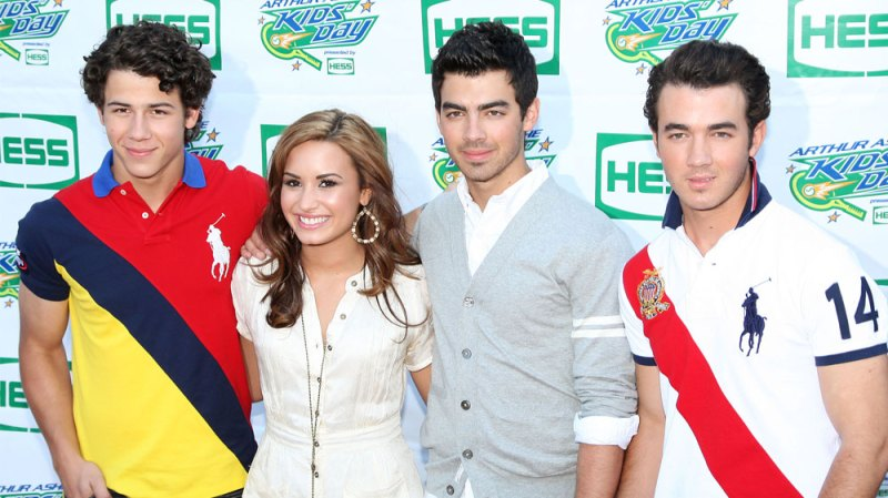 demi lovato seemingly shades jonas brothers in new leaked song