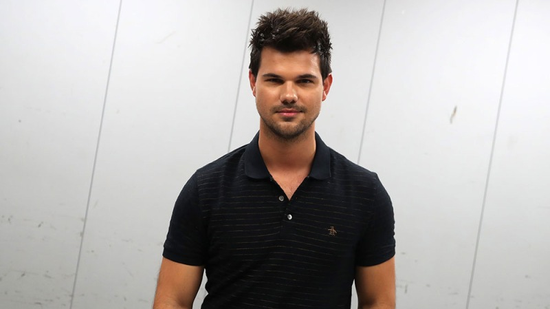 Taylor Lautner Announces He's Selling His Old Clothes On Poshmark In An Attempt To Raise Money For Coronavirus Relief