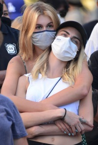 cara delevingne kaia gerber dating cozy up hold hands