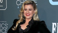 Kelly Clarkson Claps Back At Troll Who Claims Her Marriage 'Didn't Work' Because She Has No Time