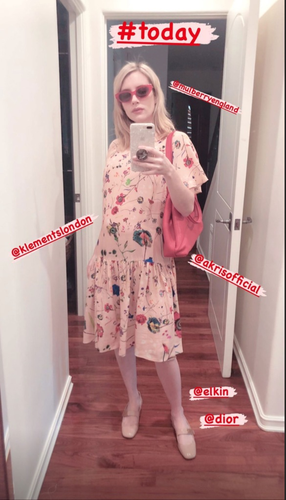 Pregnant Emma Roberts Shows Off Her Growing Baby Bump In Stunning Selfie