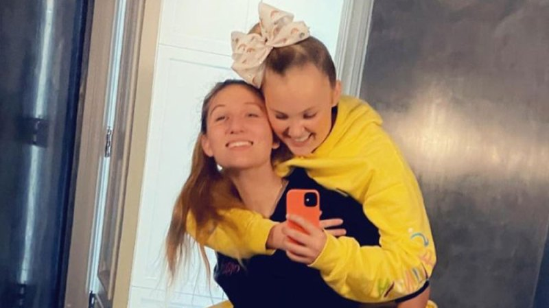 A Real Love Story! JoJo Siwa and Girlfriend Kylie Prew's Cutest Couple Moments